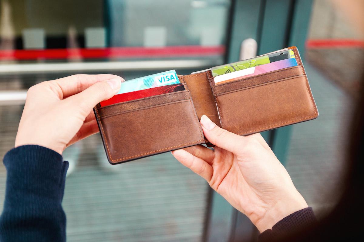 見栄を張ると借金が増え始める。700万円が教えてくれる借金の正体